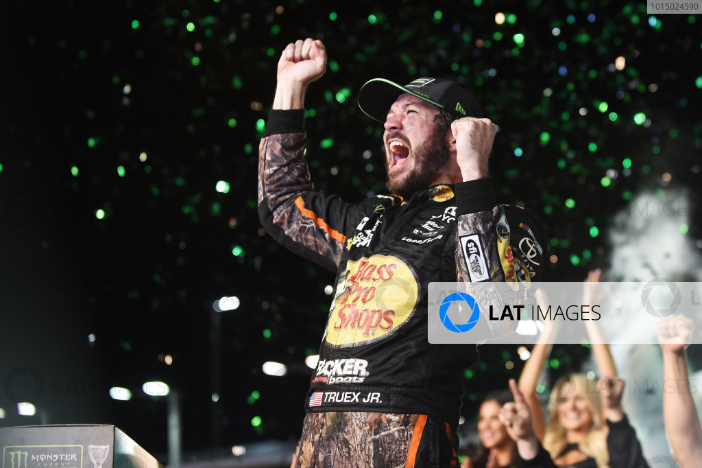 Monster Energy NASCAR Cup Series Homestead-Miami Speedway, Homestead, Florida USA Sunday 19 November 2017 2017 champion Martin Truex Jr, Furniture Row Racing World Copyright: Rainier Ehrhardt / LAT Images ref: Digital Image cup-homestead-race-2083