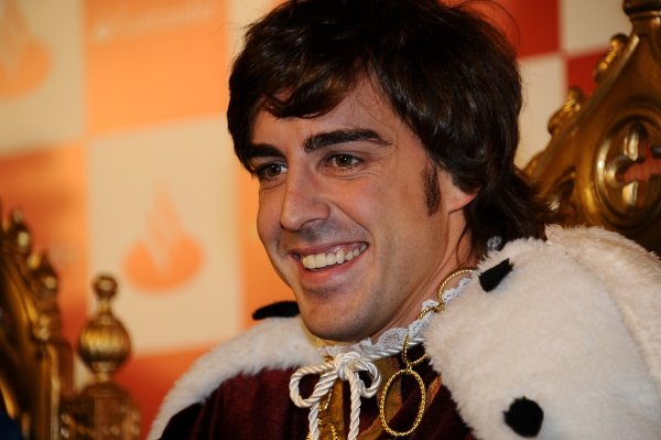 Fernando Alonso (ESP), Ferrari, dressed a as wise man.Santander Christmas Festivities, Madrid, Spain, Monday 19 December 2011. *** Local Caption *** RUBIO