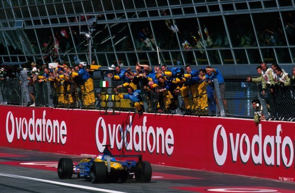 The Renault team celebrate as Jarno Trulli (FRA) Renault R202 storms from the back of the gird to finish fourth.Italian Grand Prix, Monza, 16 September 2002.BEST IMAGE