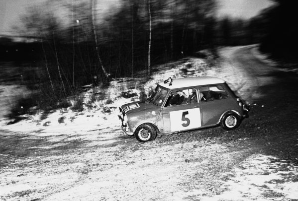 10th - 17th November 1965.Rauno Aaltonen/Tony Ambrose, BMC Mini Cooper S 1275, 1st position, action.World Copyright: LAT Photographic.ref: 1182/24
