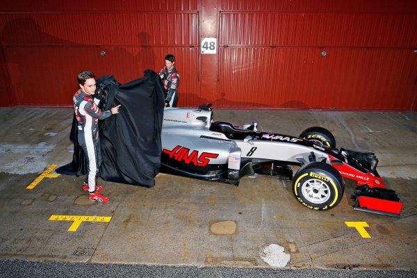 Circuit de Catalunya, Barcelona, Spain Monday 22 February 2016. Romain Grosjean, Haas F1, and Esteban Gutierrez, Haas F1, unveil the Haas VF-16 Ferrari. World Copyright: Sam Bloxham/LAT Photographic ref: Digital Image _SBL3784