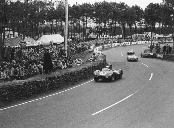 Le Mans, France. 12th - 13th June 1954.Stirling Moss (Jaguar D-Type), retired, action.World Copyright: LAT Photographic.Ref: 5343D -17A