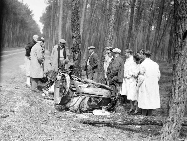 "The wreckage of Mme Odette Siko / ""Sabipa""'s Alfa Romeo 6C 1750."