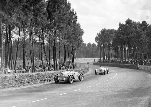 Fernande Roux / Germaine Rouault, Amilcar Pegase G36, leads T. A. S. O. Mathieson / Freddie Clifford, Norbert Jean Mahé, Talbot T150C.