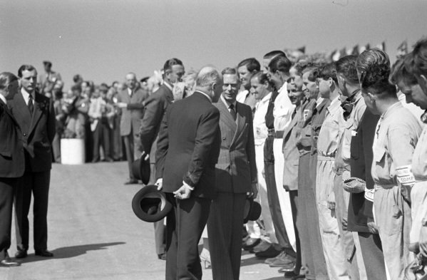Earl Howe introduces the drivers to King George VI.