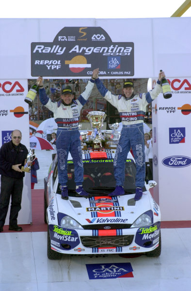 2001 World Rally Championship. ArgentinaMay 3rd-6th, 2001Colin McRae celebrates with Nicky Grist, their first win of the season.Photo: Ralph Hardwick/LAT