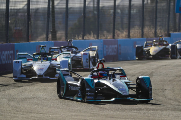 Mitch Evans (NZL), Panasonic Jaguar Racing, Jaguar I-Type 3, leads Tom Dillmann (FRA), NIO Formula E Team, NIO Sport 004, and Maximilian Günther (DEU), Dragon Racing, Penske EV-3