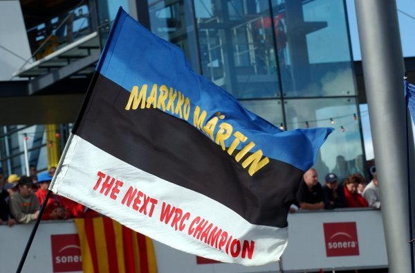 A large Estonian crowd celebrated the win of Markko Martin (EST), Ford.FIA World Rally Championship, Rd9, Neste Rally Finland, Jyvaskyla, Finland, Day 3, 10 August 2003.DIGITAL IMAGE