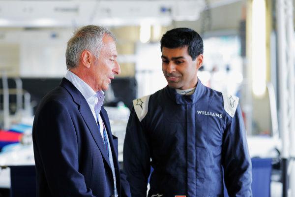 Williams 40 Event Silverstone, Northants, UK Friday 2 June 2017. Riccardo Patrese talks to Karun Chandhok. World Copyright: Zak Mauger/LAT Images ref: Digital Image _54I1158