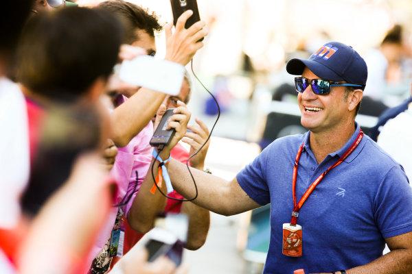 Interlagos, Sao Paulo, Brazil. Sunday 12 November 2017. Fans meet Rubens Barrichello. World Copyright: Coates/LAT Images  ref: Digital Image DJ5R1593