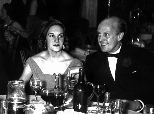 1957 BRDC Awards Dinner. Dorchester Hotel, London. 13th December 1957. Eric and Liz Thompson at dinner, portrait. World Copyright: LAT Photographic.  Ref:  Autocar Used Pic 13/12/1957 Pg 961.