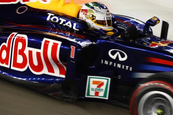 Marina Bay Circuit, Singapore.24th September 2011.Sebastian Vettel, Red Bull Racing RB7 Renault. Action. World Copyright: Andy Hone/LAT Photographicref: Digital Image CSP28491