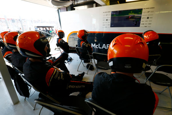 Albert Park, Melbourne, Australia. Sunday 26 March 2017. The McLaren pit crew. World Copyright: Steven Tee/LAT Images ref: Digital Image _O3I3080