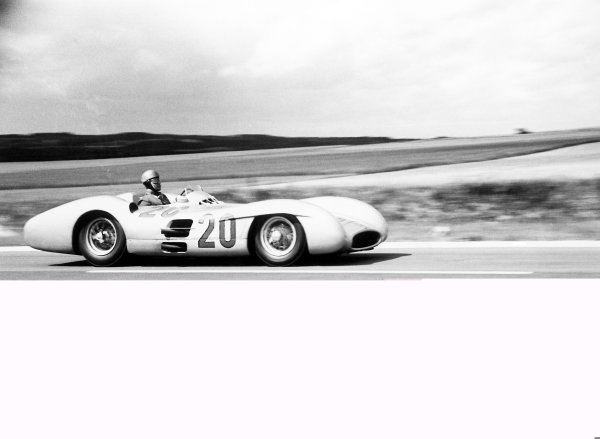 1954 French Grand Prix.Reims-Gueux, France. 2-4 July 1954.Karl Kling (Mercedes-Benz W196 streamline), 2nd position.World Copyright: LAT PhotographicRef: 204/27