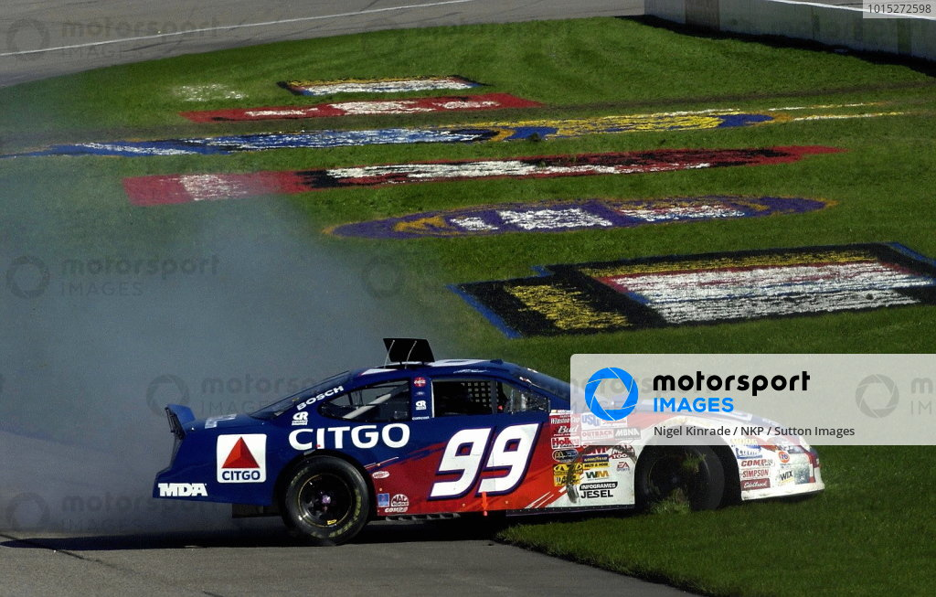 Jeff Burton (USA), CITGO Ford Taurus, spins out early but recovered to a 7th place finish. NASCAR Winston Cup Series, Rd35, Pop-Secret Microwave Popcorn 400, Rockingham, North Carolina, USA. 9 November 2003.DIGITAL IMAGE