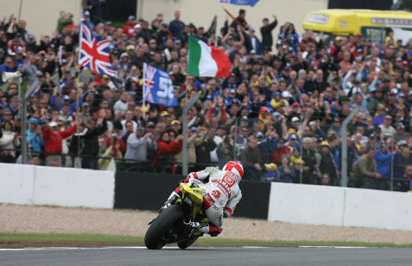 Donington Park, England. 22nd June 2008.MotoGP Race.James Toseland Tech 3 Yamaha is cheered on by his home fans after falling and remounting to continue in last place despite loosing a footrest in the first corner crash.World Copyright: Martin Heath/ LAT Photographicref: Digital Image
