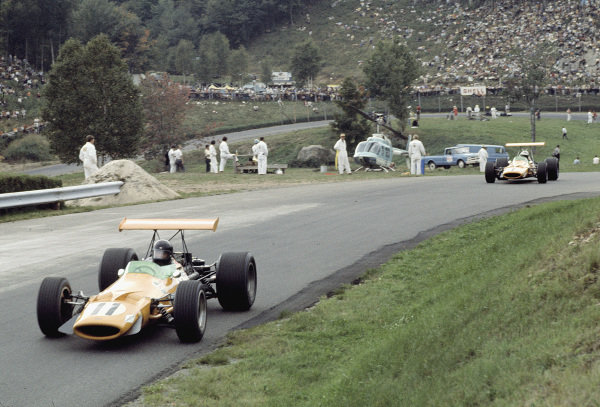 1968 Canadian Grand Prix.Mont-Tremblant, (St. Jovite), Quebec, Canada.20-22 September 1968.Dan Gurney (AAR/McLaren M7A Ford) followed by Denny Hulme (McLaren M7A Ford). Hulme finished in 1st position.Ref-68 CAN 15.World Copyright - LAT Photographic