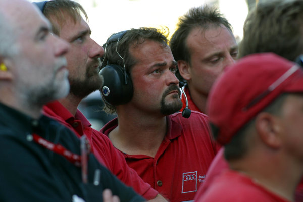 2002 Miami ALMS, 5 October, 2002, Miami Florida, USAAudi crew watches qualifying-2002, Michael L. Levitt, USALAT Photographic