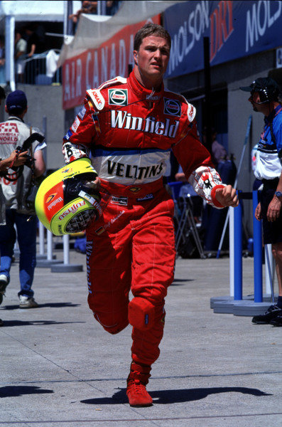 1999 Canadian Grand Prix.Montreal, Quebec, Canada.11-13 June 1999.Ralf Schumacher (Williams) runs back to the pits.Ref-99 CAN 23.World Copyright - LAT Photographic