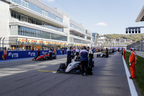 SOCHI AUTODROM, RUSSIAN FEDERATION - SEPTEMBER 29: Raoul Hyman (GBR, Sauber Junior Team by Charouz) and Richard Verschoor (NLD, MP Motorsport) during the Sochi at Sochi Autodrom on September 29, 2019 in Sochi Autodrom, Russian Federation. (Photo by Carl Bingham / LAT Images / FIA F3 Championship)