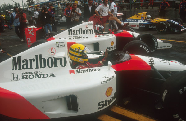 1991 San Marino Grand Prix.Imola, Italy.26-28 April 1991.Ayrton Senna and Gerhard Berger (both McLaren MP4/6 Honda's) wait in the queue before the pitlane is opened. Nigel Mansell (Williams FW14 Renault) behind looks on.Ref-91 SM 27.World Copyright - LAT Photographic