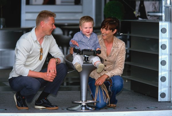 2002 Monaco Grand Prix.Monte Carlo, Monaco. 23-26 May 2002.Mika and Erja Hakkinen with their son Hugo, who plays with one of the McLaren steering wheels.Ref-02 MON 08.World Copyright - LAT Photographic
