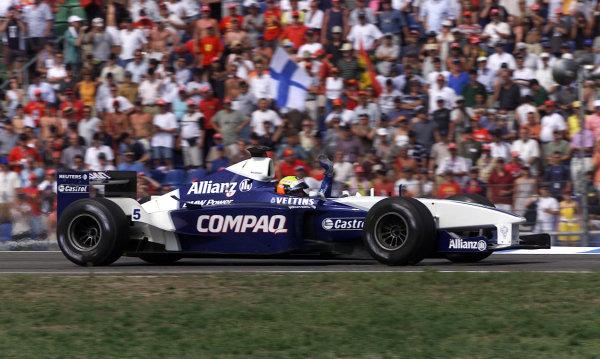 2001 German Grand Prix - Race.Hockenheim, Germany. 29th July 2001.Race winner Ralf Schumacher, BMW Williams FW23, waves to the fans.World Copyright: Steve Etherington/LAT Photographic.ref: 17 5mb Digital Image