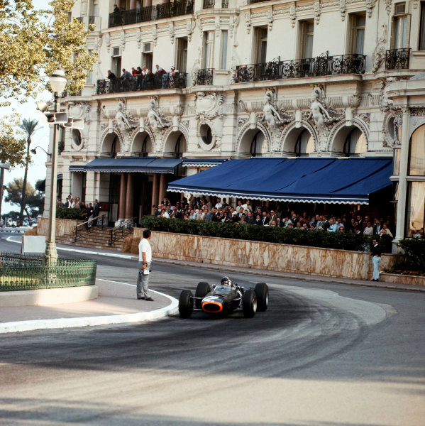 1966 Monaco Grand Prix.Monte Carlo, Monaco. 19-22 May 1966.Jackie Stewart (BRM P261) 1st position at Casino. Ref-2083.World Copyright - LAT Photographic