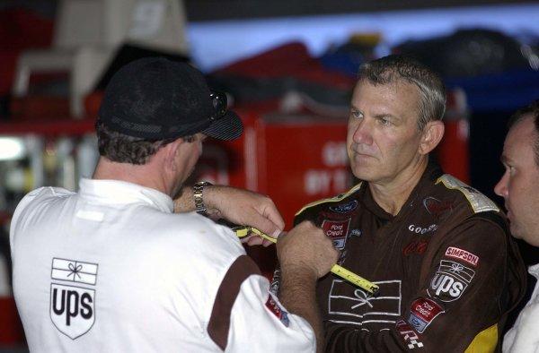 2002 NASCAR,Darlington Raceway,Aug 30-Sept 1 20022002 NASCAR, Darlington,SC. USA -Todd Parrott giving Dale Jarrett a few inches of explanationCopyright-Robt LeSieur2002LAT Photographic