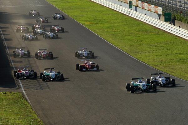 Sportsland Sugo, Japan. 25th September 2010.Round 13 - Start of the race action.World Copyright: Yasushi Ishihara/LAT Photographicref: Digital Image 2010JF3_R13_001