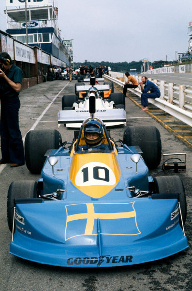 Kyalami, South Africa. 6 March 1976. Ronnie Peterson (March 761-Ford), retired, in the pit lane before qualifying, action.  World Copyright: LAT Photographic. Ref:  76SA26
