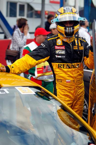 Hockenheimring, Hockenheim, Germany24th July 2010Robert Kubica, Renault R30. Portrait. Helmets. Atmosphere.World Copyright: Glenn Dunbar/LAT Photographicref: Digital Image _G7C1451