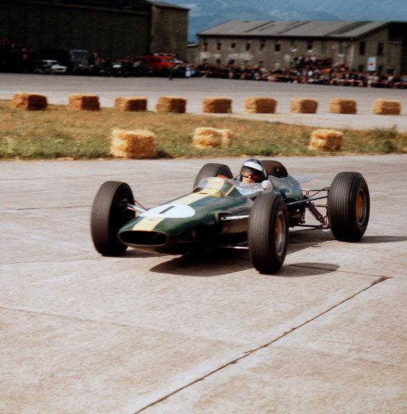Zeltweg, Austria.21-23 August 1964.Jim Clark (Lotus 33 Climax).Ref-3/1395.World Copyright - LAT Photographic