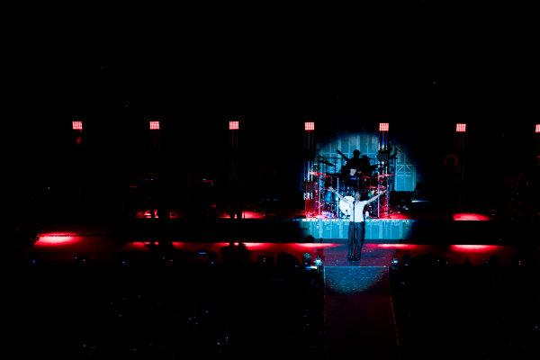 Bahrain International Circuit, Sakhir, Bahrain.  Saturday 15 April 2017. Enrique Iglesias performs at the F1 Concert. World Copyright: Sam Bloxham/LAT Images ref: Digital Image _W6I1698