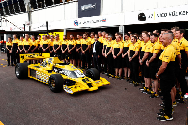 Monte Carlo, Monaco. Thursday 25 May 2017. Carlos Ghosn and the Renault team pose for a picture with a Renault RS01 F1 car in the pit lane. World Copyright: Sam Bloxham/LAT Images ref: Digital Image _W6I0597