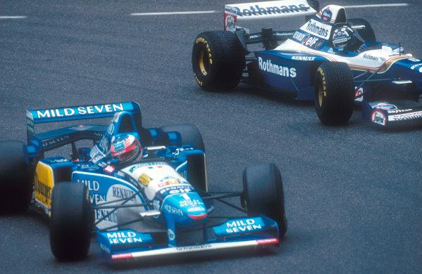 1995 Belgian Grand Prix.Spa-Francorchamps, Belgium.25-27 August 1995.Damon Hill (Williams FW17 Renault) battles with Michael Schumacher (Benetton B195 Renault).Ref-95 BEL 10.World Copyright - LAT Photographic