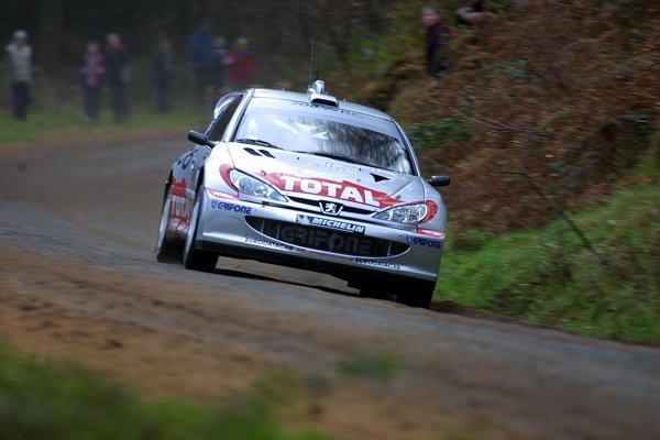 2001 FIA World Rally Championship.Rally Of Great Britain. Cardiff, Wales. November 22-25th.Harri Rovanpera, Peugeot 206 WRC.Stage One.Photo: Paul Dowker/LAT Photographic.World - LAT Photographic.8 9mb DIgital File Only