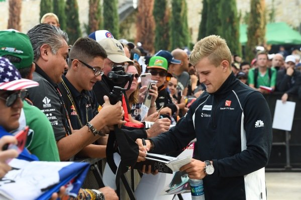 Marcus Ericsson (SWE) Sauber signs autographs for the fans at Formula One World Championship, Rd18, United States Grand Prix, Race, Circuit of the Americas, Austin, Texas, USA, Sunday 23 October 2016.