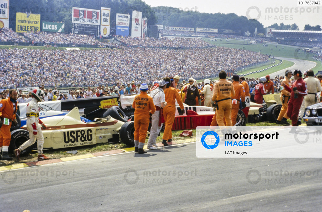 The aftermath of a collision involving Christian Danner, Arrows A8 BMW, Jonathan Palmer, Zakspeed 861, and Thierry Boutsen, Arrows A8 BMW. Andrea de Cesaris, Minardi, walks on the left of the picture.