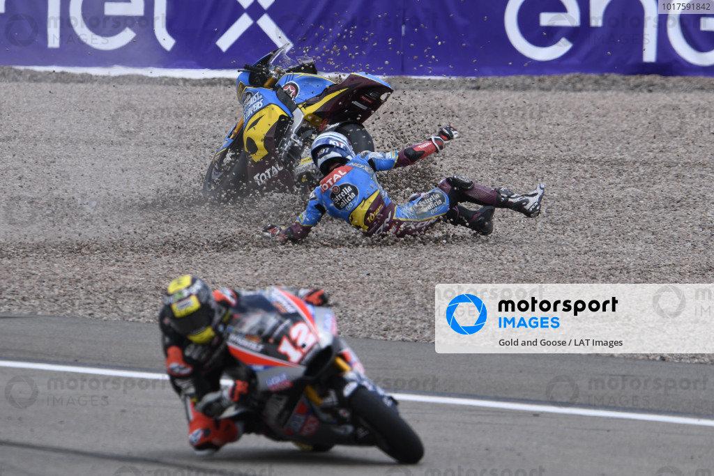 Xavi Vierge, Marc VDS Racing crash, Thomas Luthi, Intact GP.