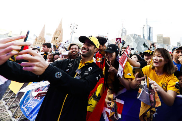 Daniel Ricciardo, Renault takes a selfie with fans at the Federation Square event