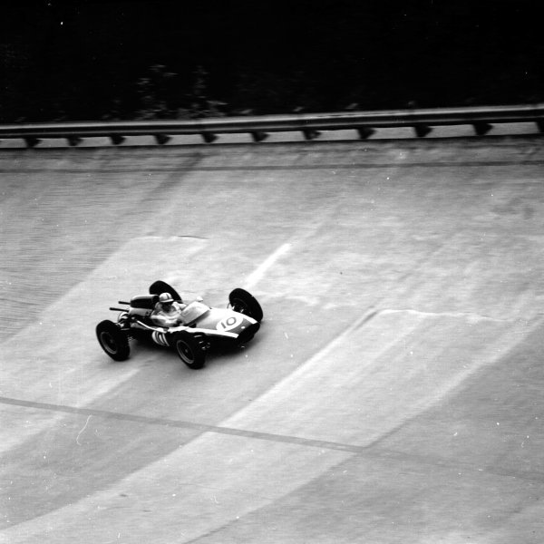 1961 Italian Grand Prix, Monza, Italy.Jack Brabham (Cooper T58-Climax) on the banking.Ref-10587.World - LAT Photographic