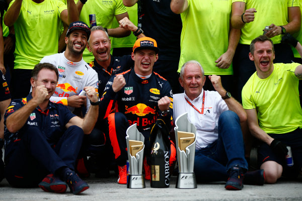 Sepang International Circuit, Sepang, Malaysia. Sunday 1 October 2017. Max Verstappen, Red Bull, 1st Position, Daniel Ricciardo, Red Bull Racing, 3rd Position, Christian Horner, Team Principal, Red Bull Racing, Helmut Markko, Consultant, Red Bull Racing, and the Red Bull team celebrate. World Copyright: Andrew Hone/LAT Images  ref: Digital Image _ONZ0513
