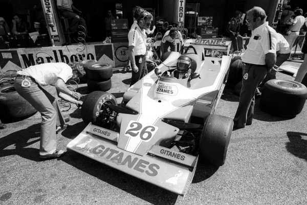 Fourth placed Jacques Laffite (FRA) Ligier JS9 sits in the pits during practice, with Gerard Ducarouge (FRA) Ligier Team Manager (Left) and Guy Ligier (FRA) Ligier Team Owner (Right).
