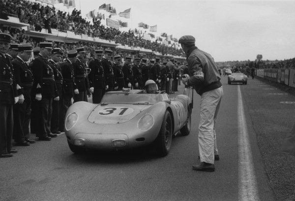 Le Mans, France. 21 - 22 June 1958.Edgar Barth/Paul Frere (Porsche RSK), 4th position, action. World Copyright: LAT PhotographicRef: 7918F - 15-15A