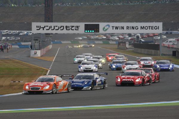 Motegi, Japan. 3rd - 4th November 2013. Rd 8. GT500 Start of the race, action.  World Copyright: Yasushi Ishihara/LAT Photographic. Ref: 2013_Rd8_001