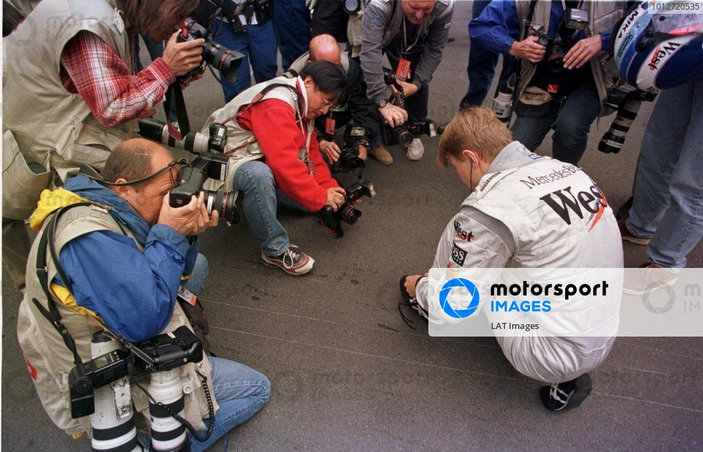 1998 Canadian Grand Prix.Montreal, Quebec, Canada. 5-7 June 1998.Mika Hakkinen (McLaren Mercedes-Benz) is watched by the press.World Copyright - LAT Photographic