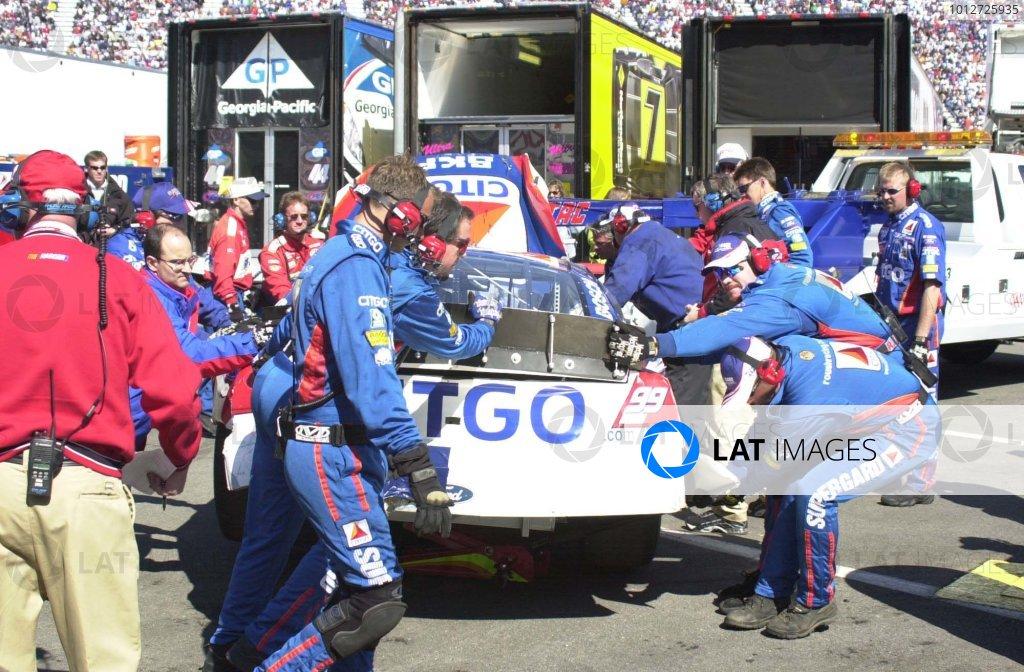 2001,NASCAR,March24-25,Bristol,Tn ,WinstonCup,2001Roush crewmembers working to repair Jeff Burtons Ford-Robert LeSieur2001,LAT Photographic