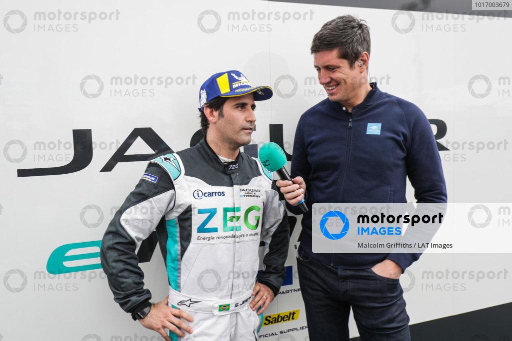 Presenter Vernon Kay interviews Sérgio Jimenez (BRA), Jaguar Brazil Racing