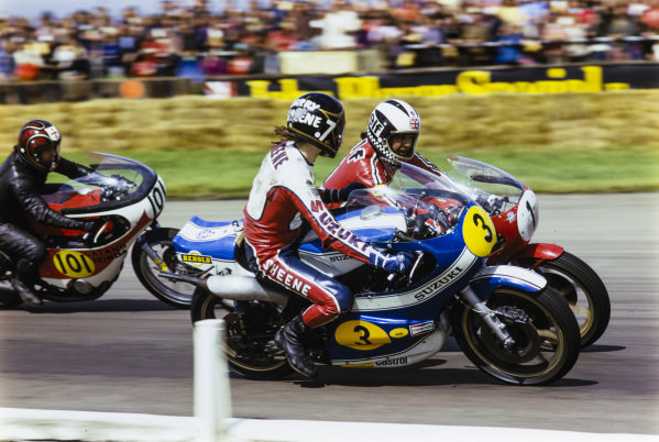 Barry Sheene, Suzuki, looks over at Phil Read, MV Agusta, with Leo Castles, Honda, close behind.